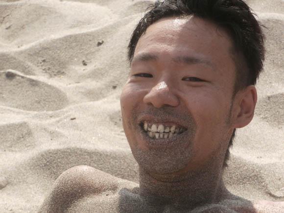 口が砂まみれ