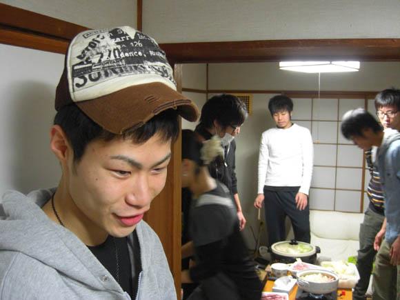 エーハラの帽子をかぶるヤマザキ