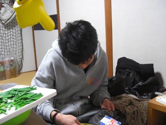 ゲームを漁るヤマザキ