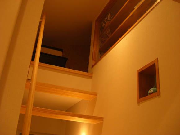 屋根裏への階段