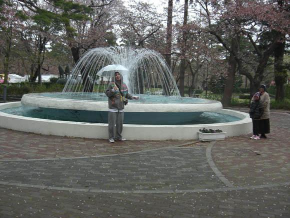 噴水とトマ