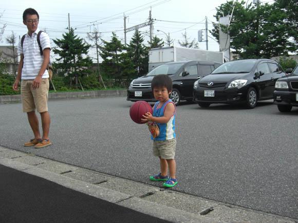 バスケットボールを持つけいちゃん