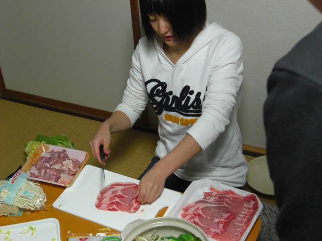 肉を切るみさきちゃん